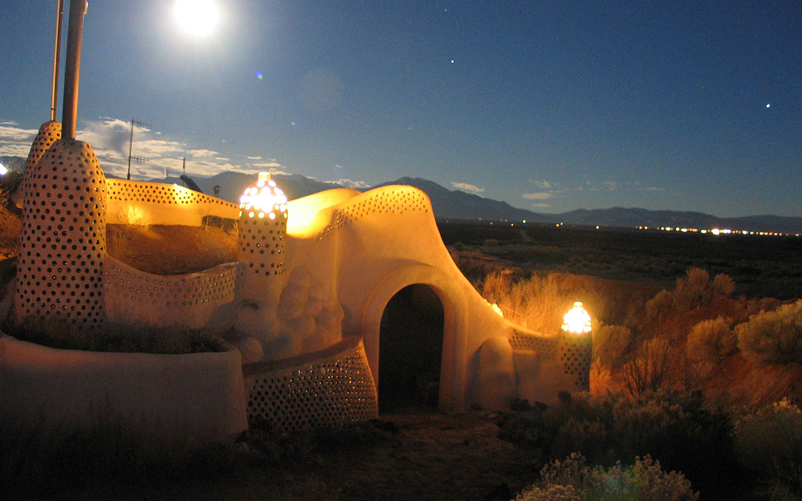 Earthship Biotecture unique hotel in Tres Piedras, New Mexico