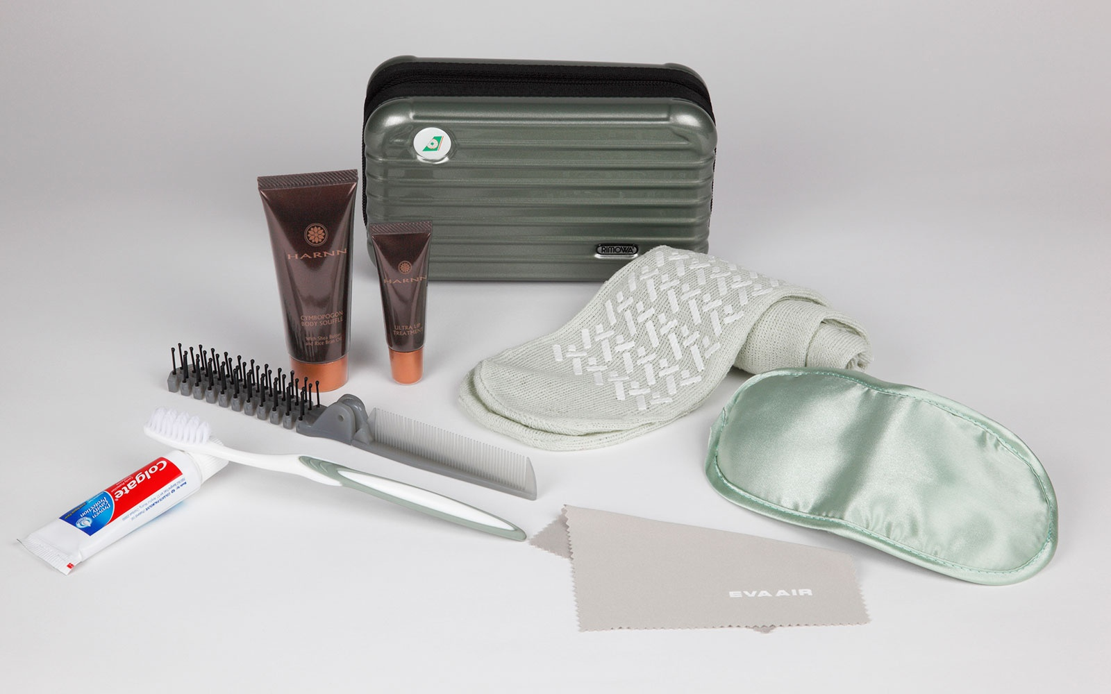 EVA Air: Rimowa Amenity Kits in Royal Laurel Business Class