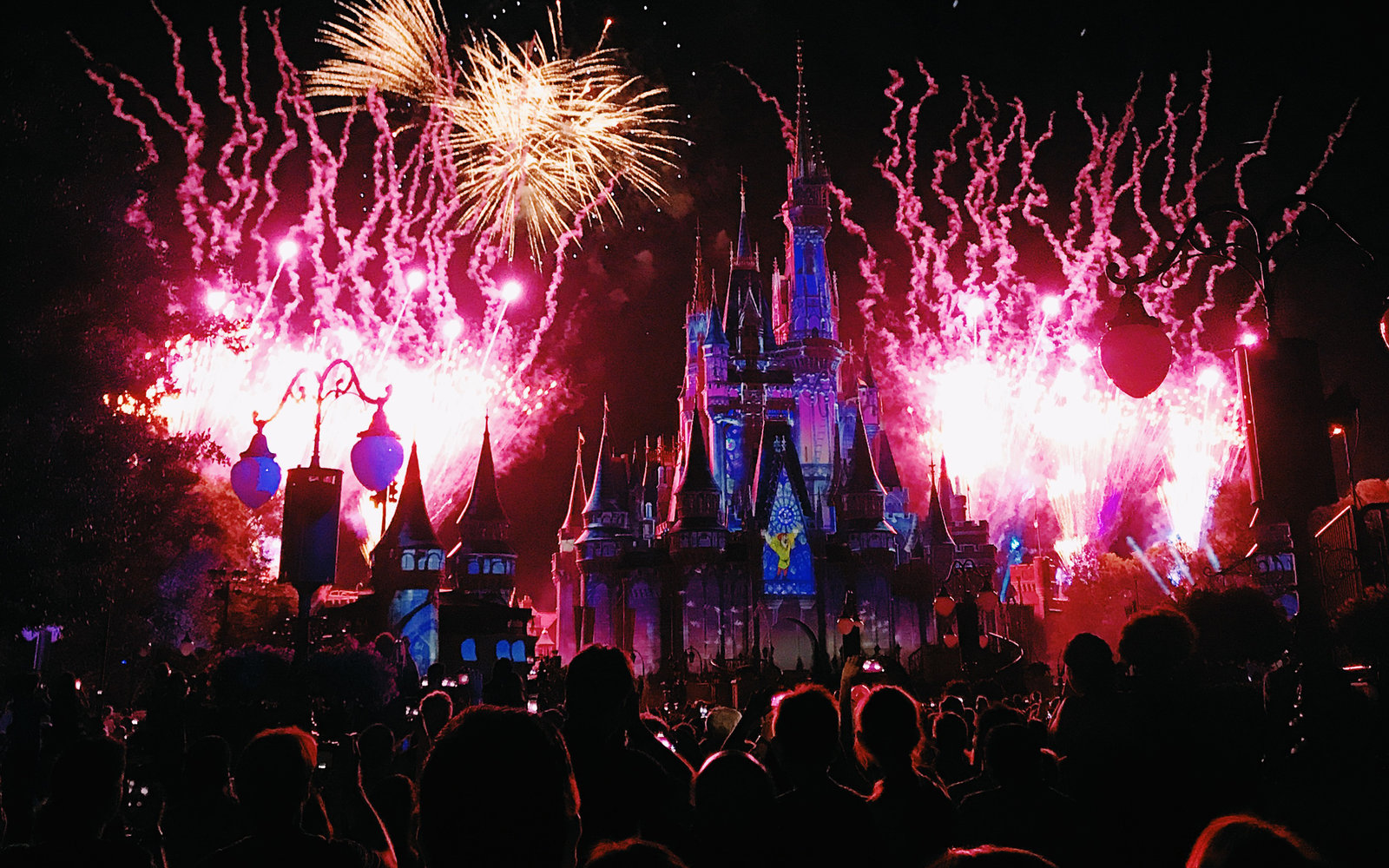7 reasons you'll want to see a fireworks show at disney world at