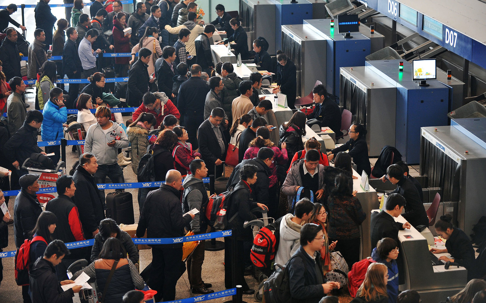 crowded lines at United