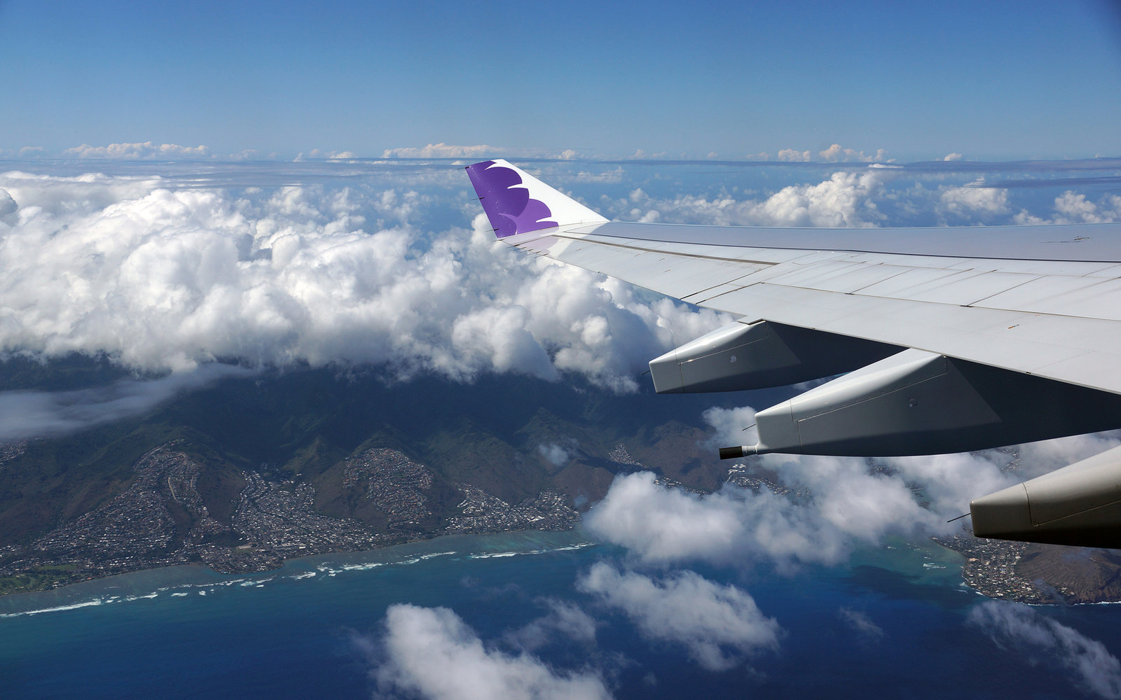 Hawaiian Airlines wing flying in air