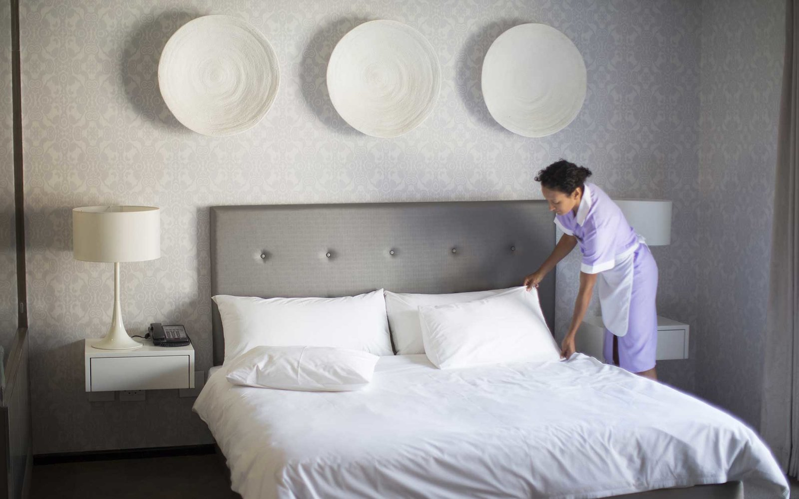 How much should you tip housekeeping travel leisure for What do hotels use to clean bathrooms