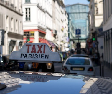 Know the taxi fare to your hotel.