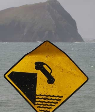 201010-w-funnysigns-cliff