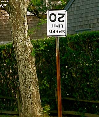 201010-w-funnysigns-speed