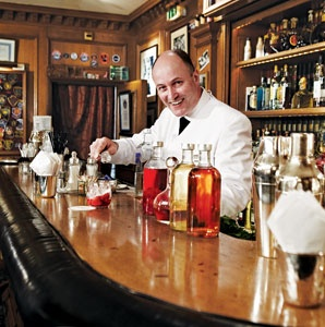 Colin Field, mixologist, Paris, Bar Hemingway, bartending