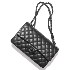 201104-a-stylish-traveler-chanel