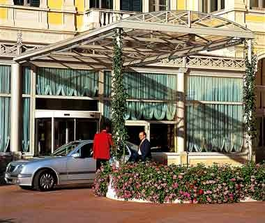 Valet in front of Ristorante Mistral, Italy