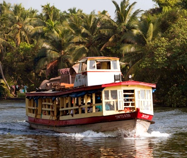 India: Kerala between Alappuzha and Pulincunnoo