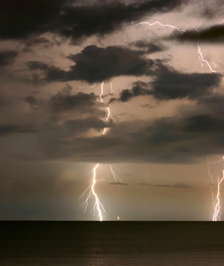 Tampa Bay, FL: Hurricanes and Lightning