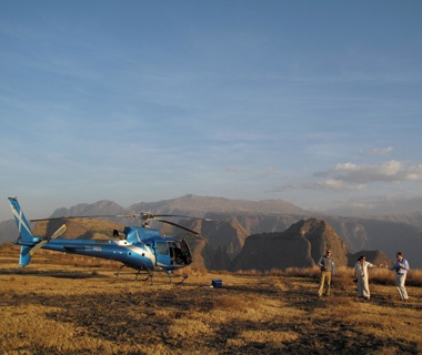 201108-w-helicopter-new-ride-kenya