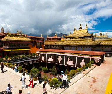 201201-w-scared-site-jokhang-temple