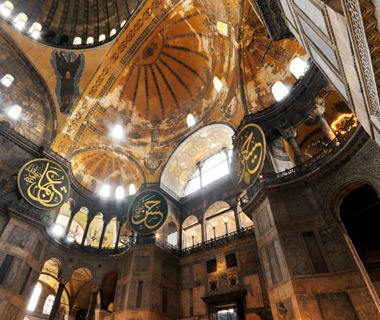201206-w-europe-tourist-attractoins-hagia-sofia