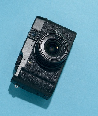 High-End Point-and-Shoot Camera: Fujifilm X10