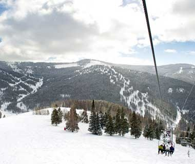 201301-w-most-visited-ski-slopes-vail-lift