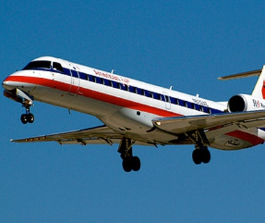 4b5874ef7184 American Eagle commercial jet preparing to land