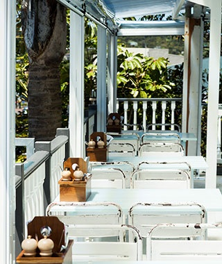 Beach: Oyster Inn, Waiheke Island, New Zealand