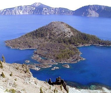 mountain view of Crater Lake, OR