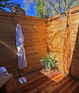 201406-w-outdoor-showers-lauberge-de-sedona