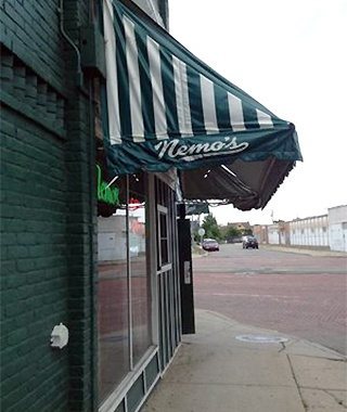 201410-w-best-sports-bars-in-america-nemos