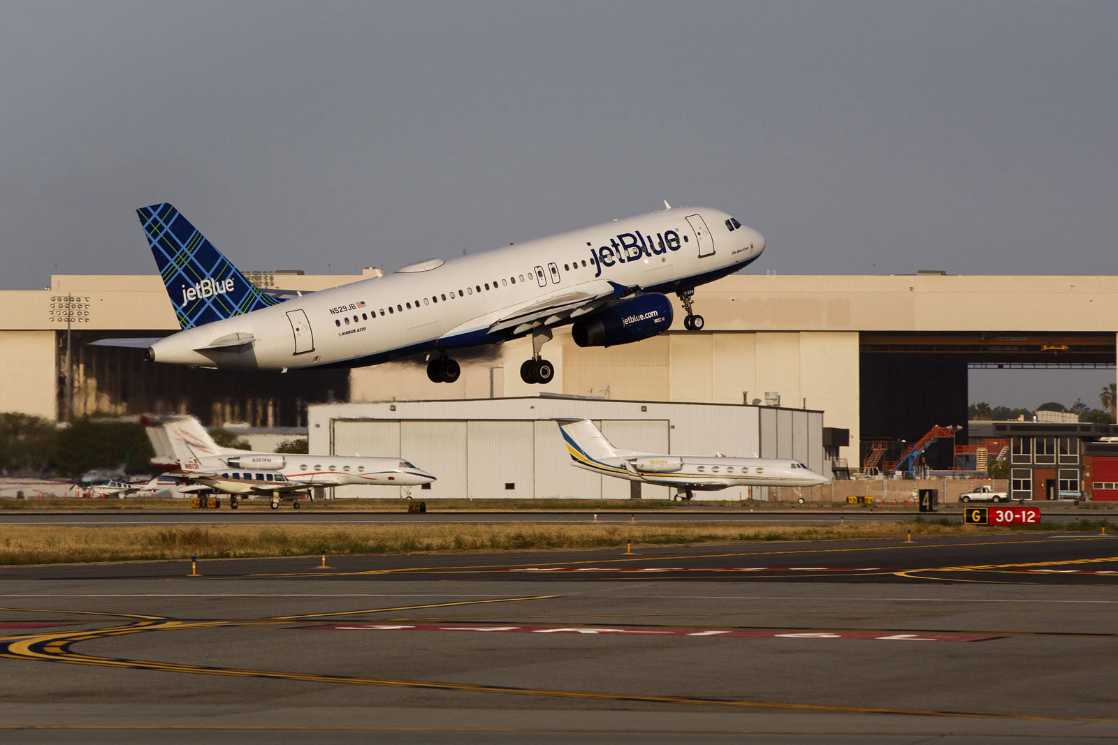 A JetBlue A320 takes off.