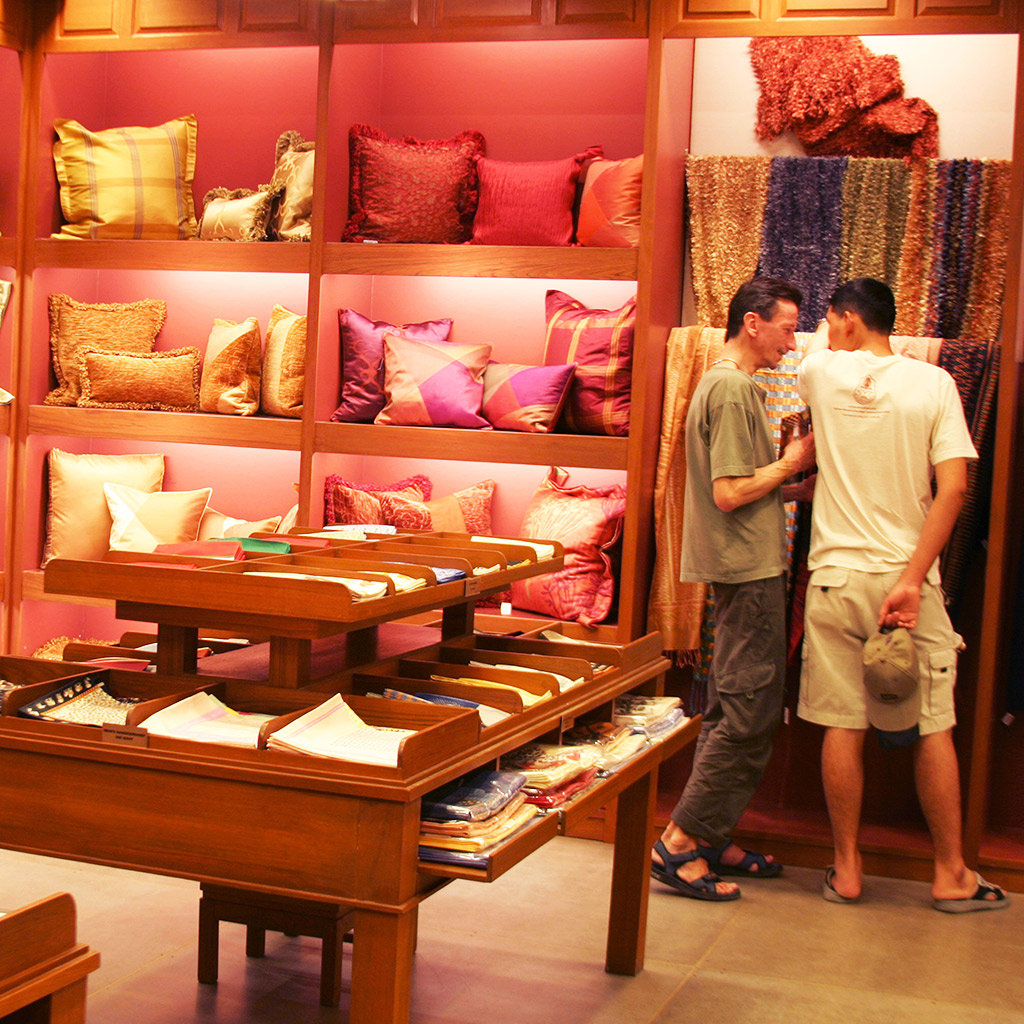 Home d cor shops in bangkok travel leisure for Modern home decor market