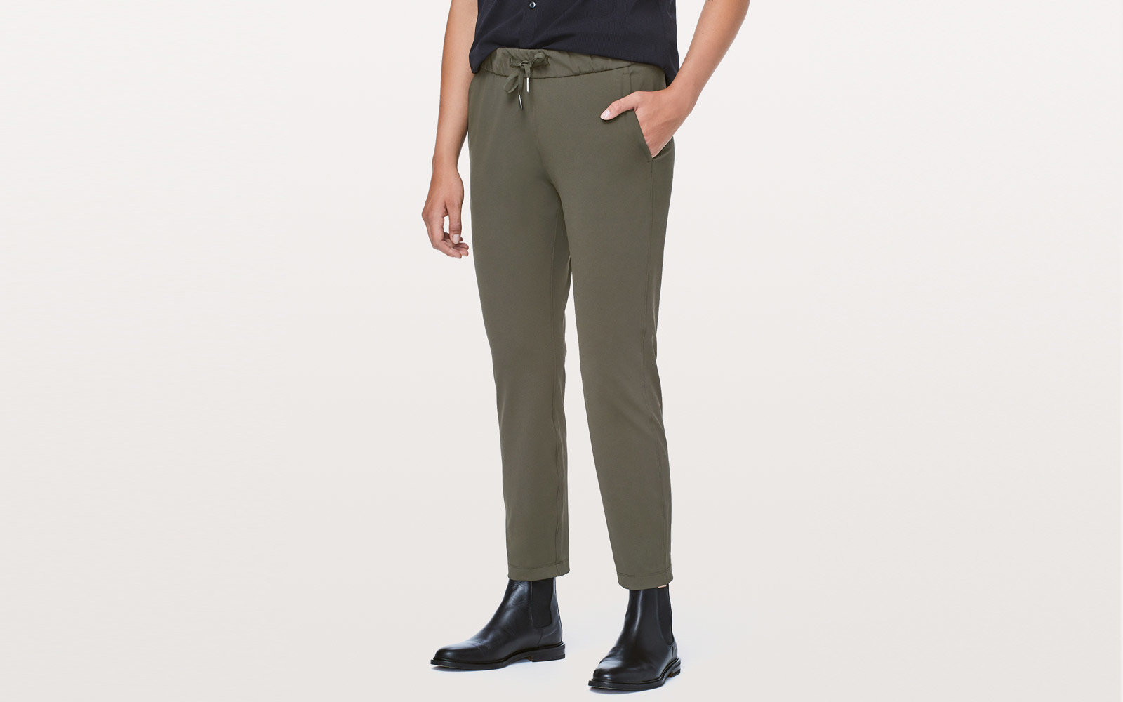 The Best Travel Pants for Women Who Hate Flying in Jeans  e2262a3ae