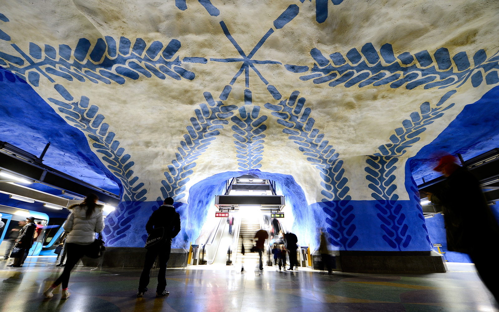 10 Eye-Catching Metro Stations Worth a Stop