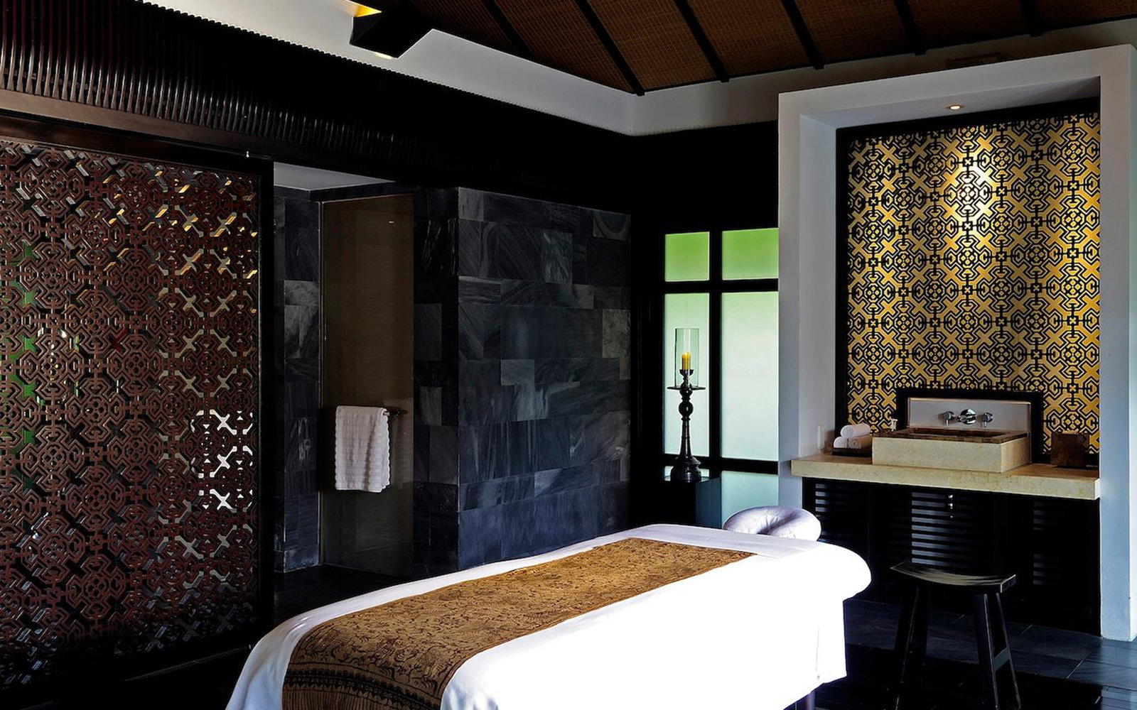 A night at the nam hai the world s best spa hotel for Hotel spa decor