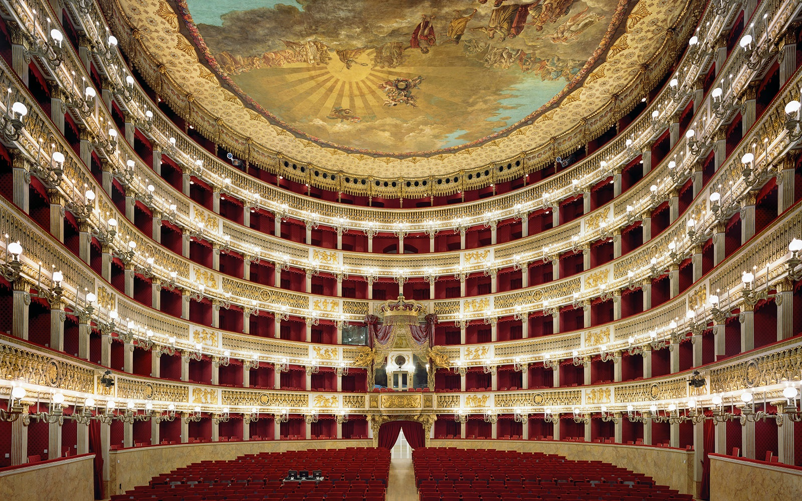 Photographing the World's Most Beautiful Opera Houses—Sublimely Crowd-Free