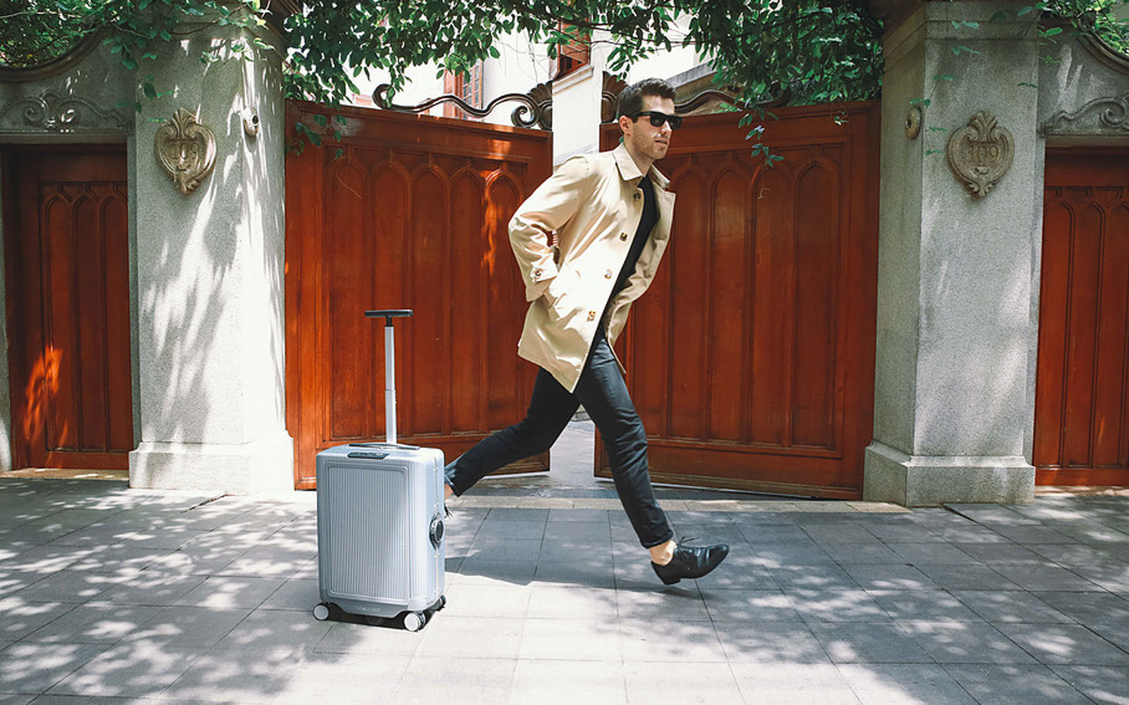 This robotic suitcase will follow you around.