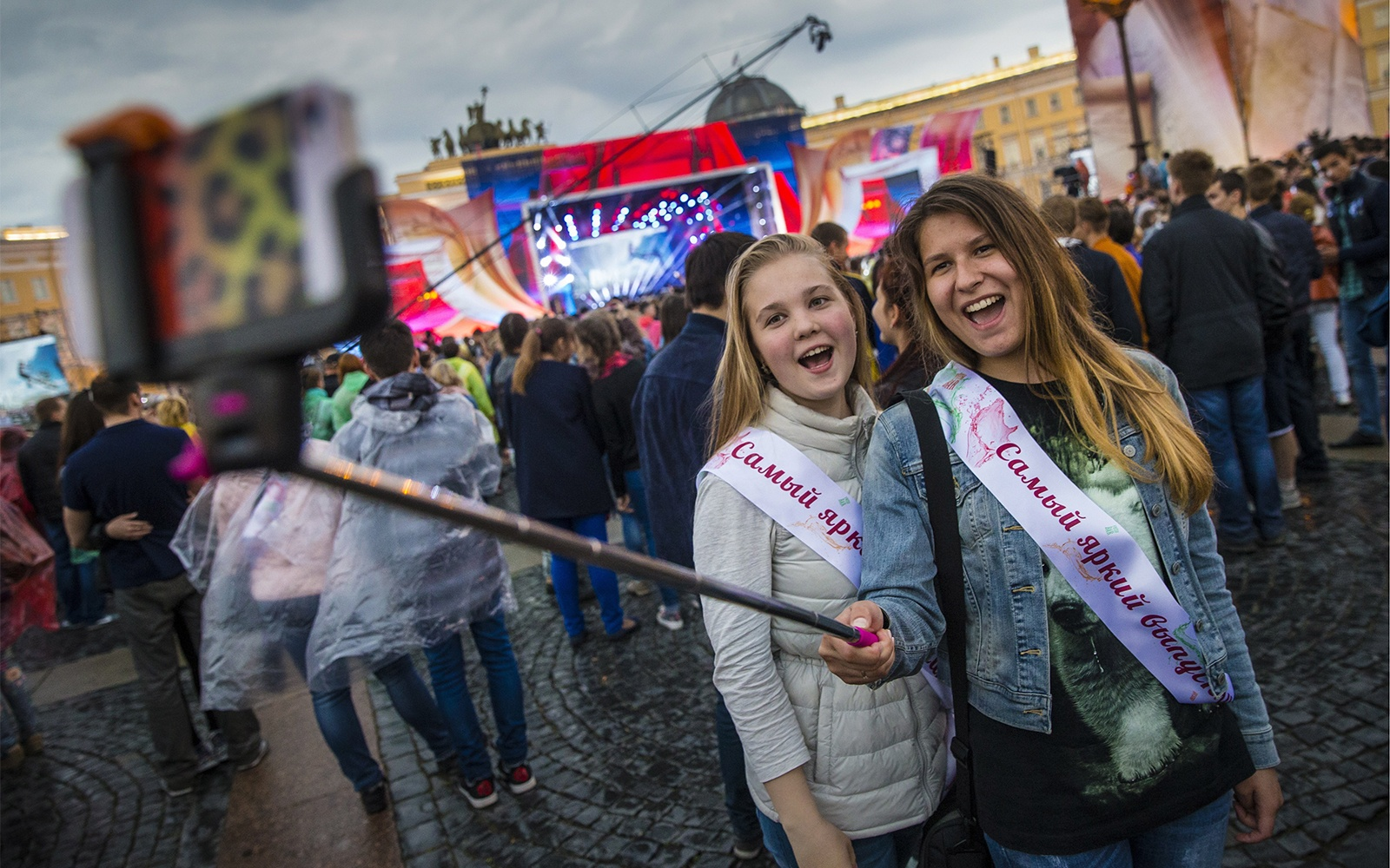 SELFIESTICK0715-russian-graphic.jpg