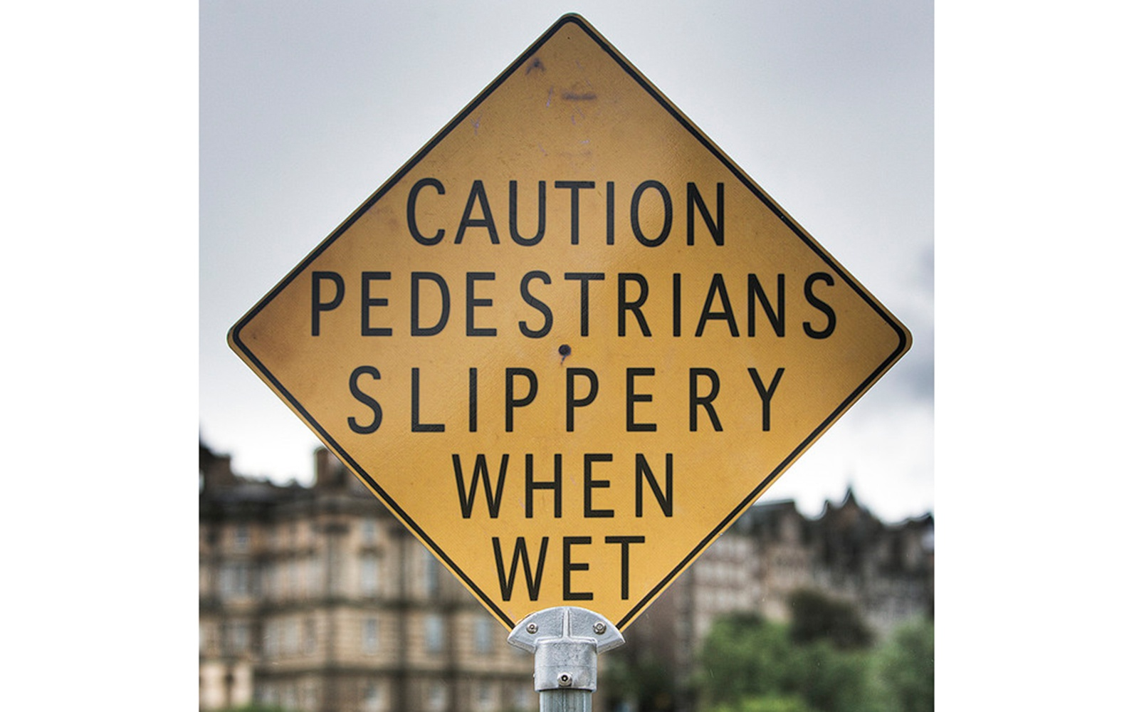 201209-w-funniest-signs-pedestrians-caution