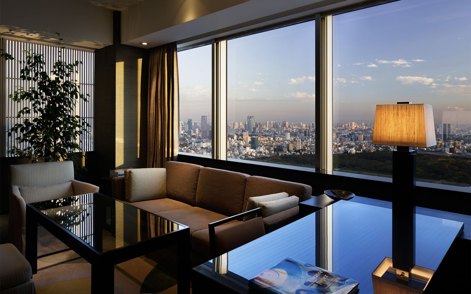 The 10 000 a night tokyo suite at the park hyatt tokyo for Most luxurious hotels