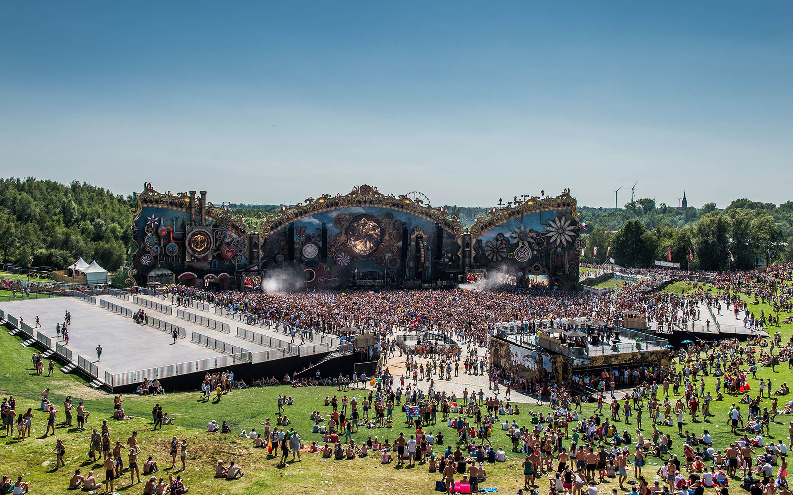 People attend a performance on the mainstage on the third day of the second weekend of the 10th edition of the Tomorrowland electronic music festival on July 27, 2014, at the 'De Schorre' terrain in Boom. The Festival runs over two weekends, from July 18