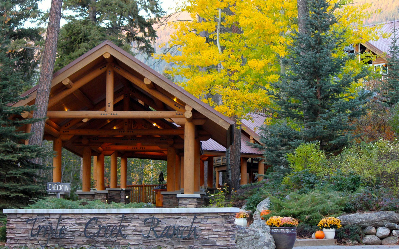 201409-w-americas-best-hotels-for-fall-colors-triple-creek-ranch