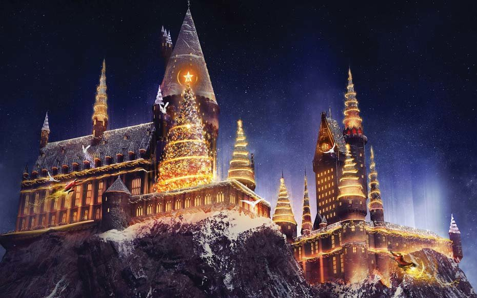 """Christmas in The Wizarding World of Harry Potter"" Comes to Universal Studios Hollywood Bringing a Dazzling Light Projection Spectacular to Hogwarts Castle and Festive Holiday Décor to the Immersive Land. (PRNewsfoto/Universal Studios Hollywood)"