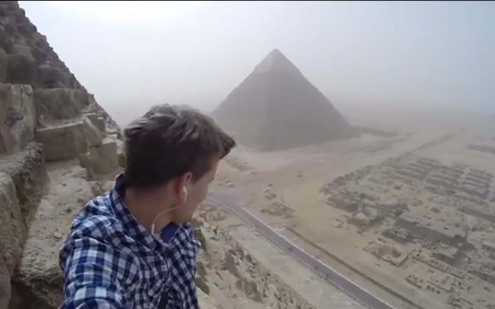 Video A Teen Climbed The Pyramid Of Giza  Travel  Leisure-2024