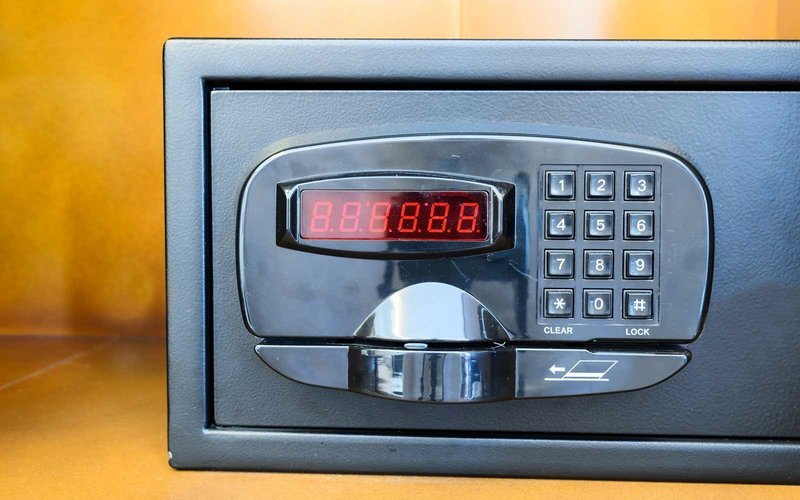 There's a Secret Code Thieves Use to Break Into Hotel Safes (Video)