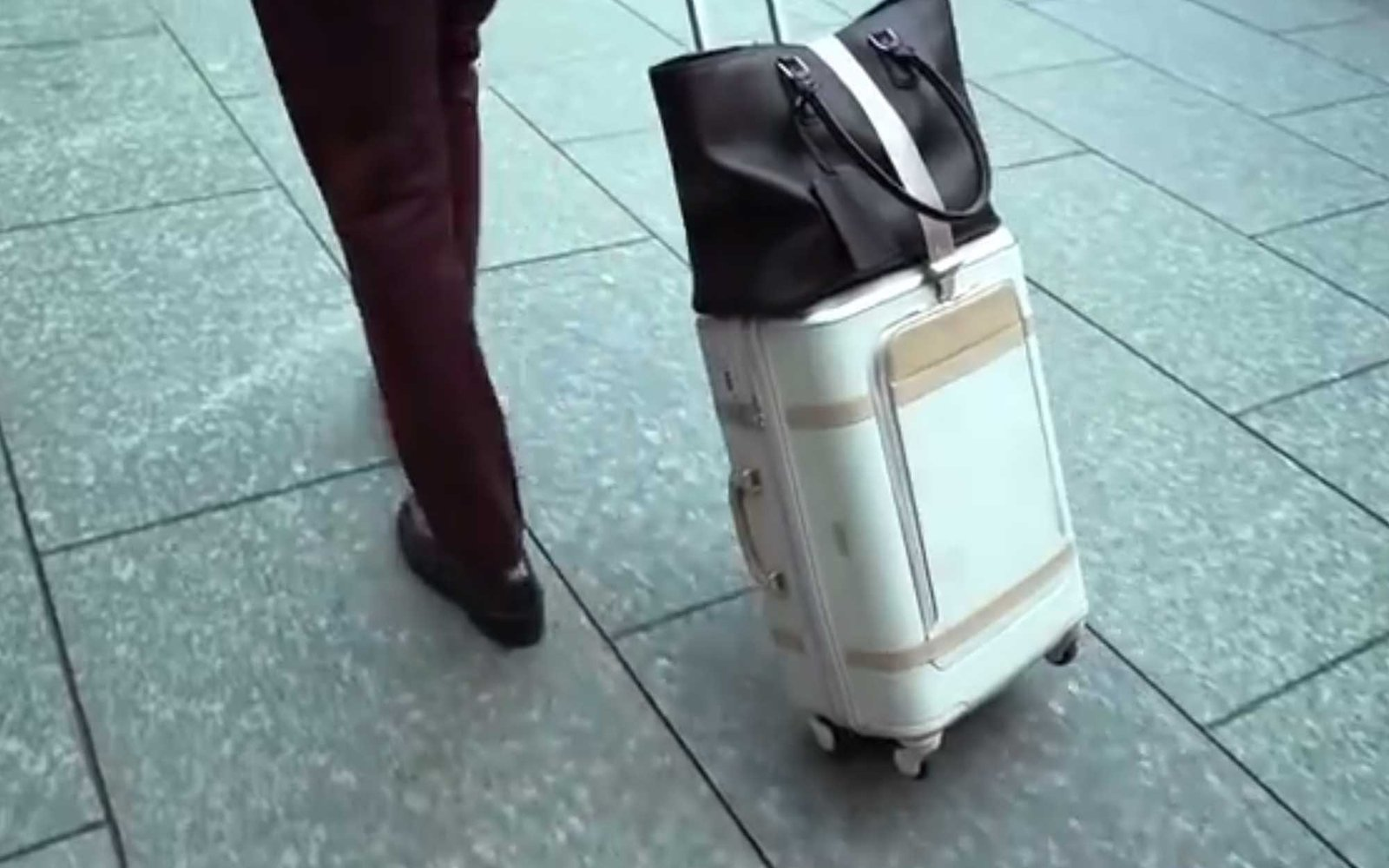 The Floatti Suitcase Is About To Become Your Favorite
