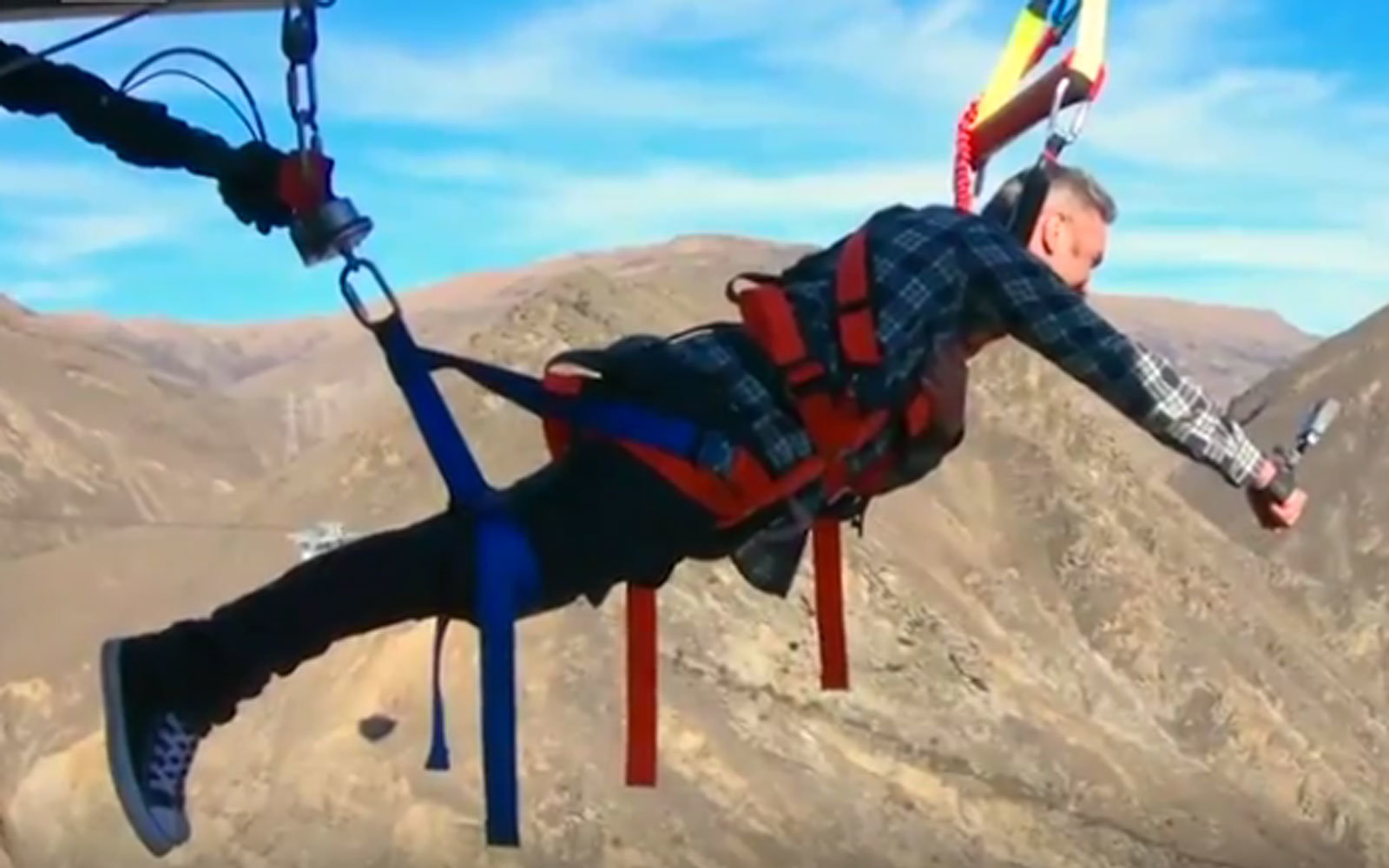 New Zealand's New Human Slingshot Will Fling You Across a Breathtaking Valley at 60 MPH (Video)