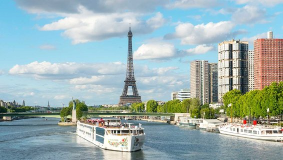 SS Joie de Vivre from Uniwold cruising the Seine in Paris
