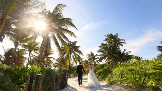 Just-married couple in Mexico