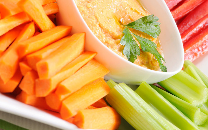 Clean Eating Series: Fresh Veggies and Red Pepper Hummus