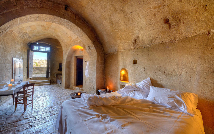 Nine unique hotel rooms you can only find in italy for Unique luxury hotels