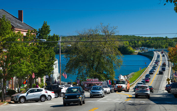 USA, Maine, Wiscasset, traffic on US Route 1