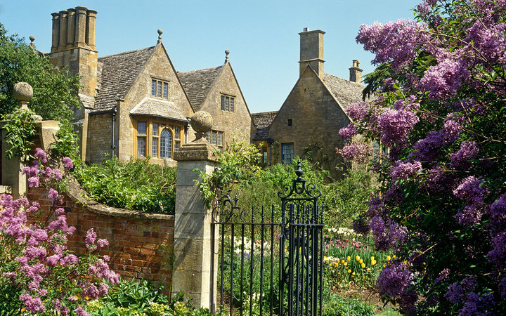 Beautiful Gardens explore europes beautiful gardens in spring time the travel corporation Hidcote Manor Garden Gloucestershire