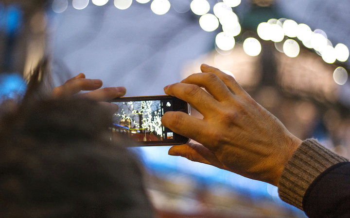 This New iPhone Update Will Make Your Holiday Pictures Even Better