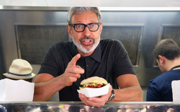 Jeff Goldblum Handed Out Free Hot Dogs From a Food Truck in Australia