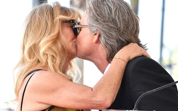 Goldie Hawn and Kurt Russell Kiss